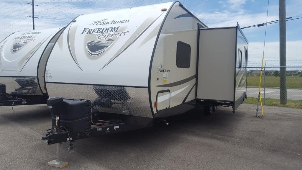 2018 Coachmen Freedom Express 28SE - American RV