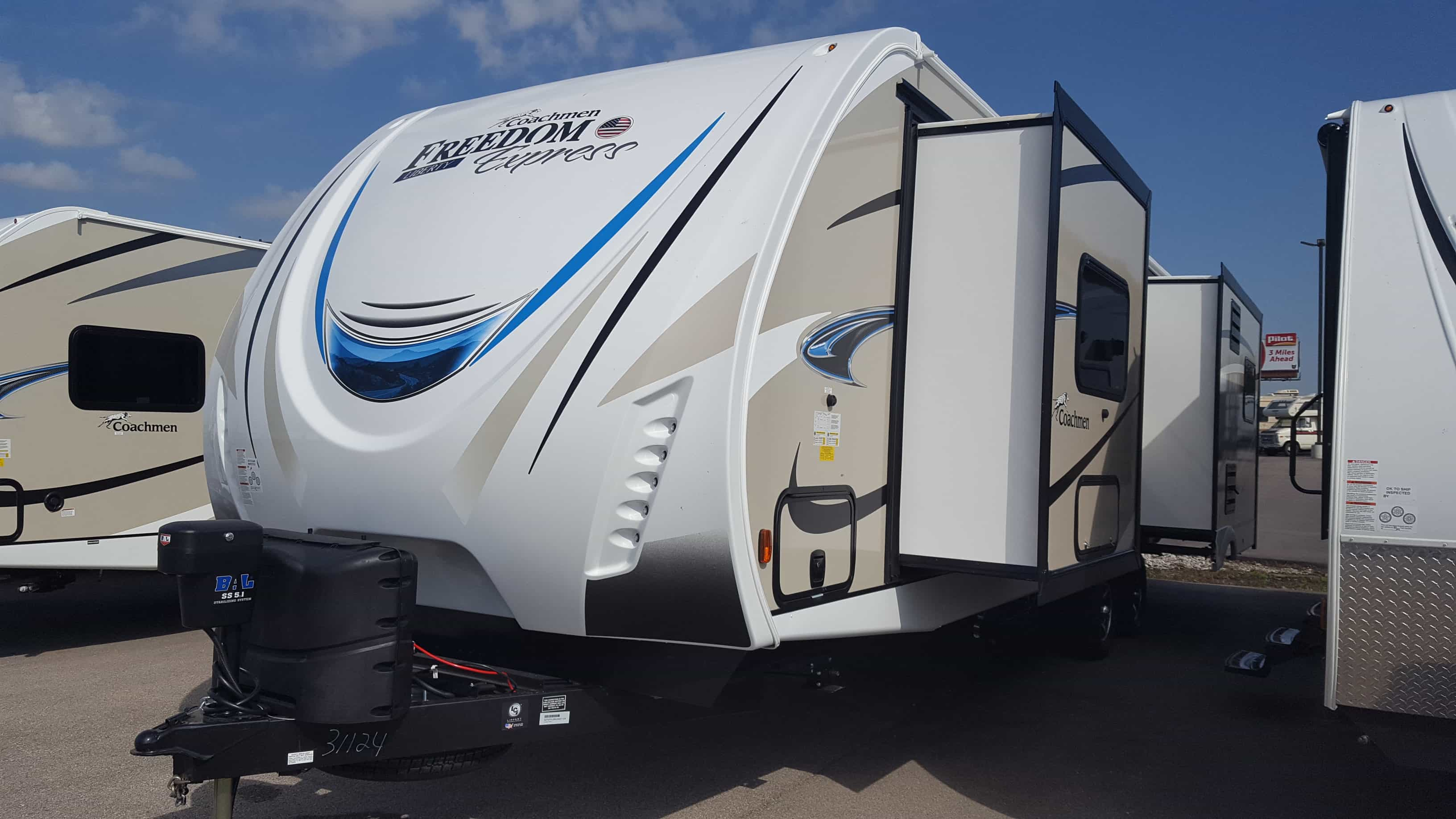 NEW 2018 Coachmen FREEDOM EXPRESS 293RLDSLE - American RV