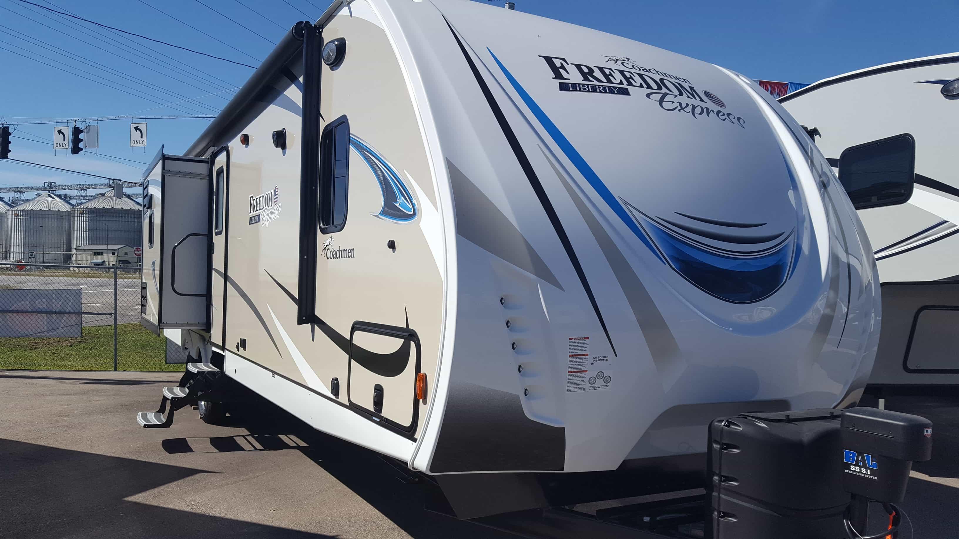 NEW 2018 Coachmen FREEDOM EXPRESS 320BHDSLE - American RV