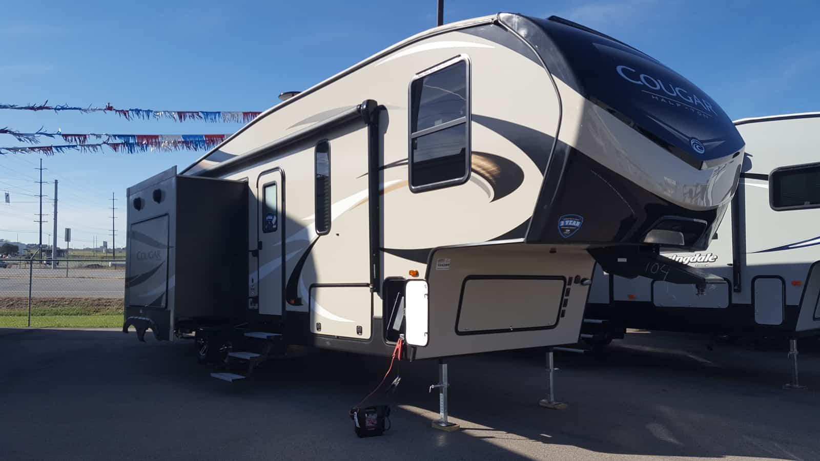 NEW 2018 Keystone COUGAR HALF-TON 29RKS - American RV