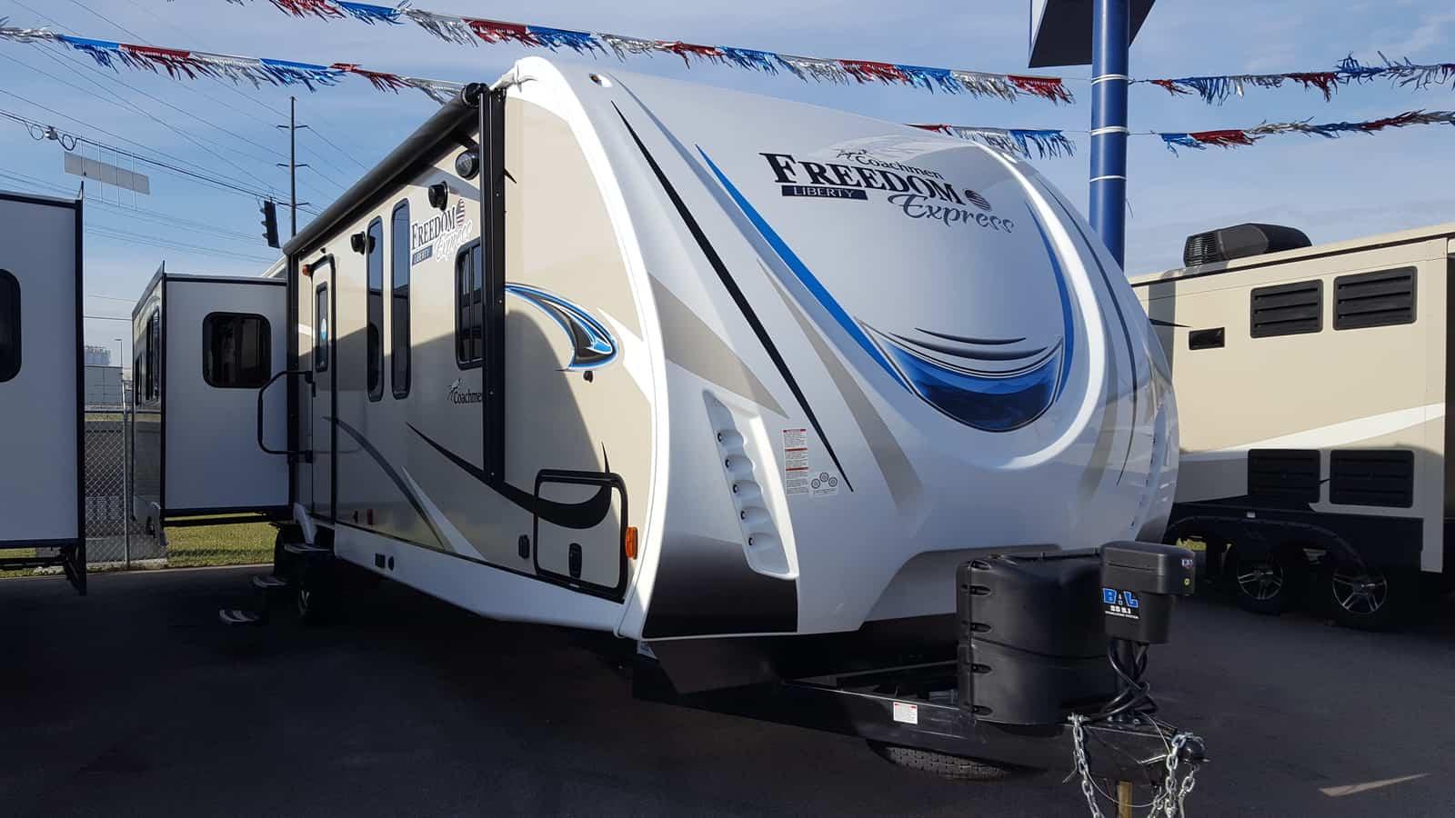 NEW 2018 Coachmen FREEDOM EXPRESS 323BHDSLE - American RV