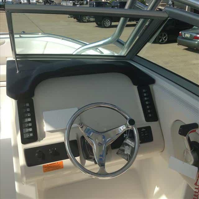 New  2016 24' Robalo Dual Console Fish Boat