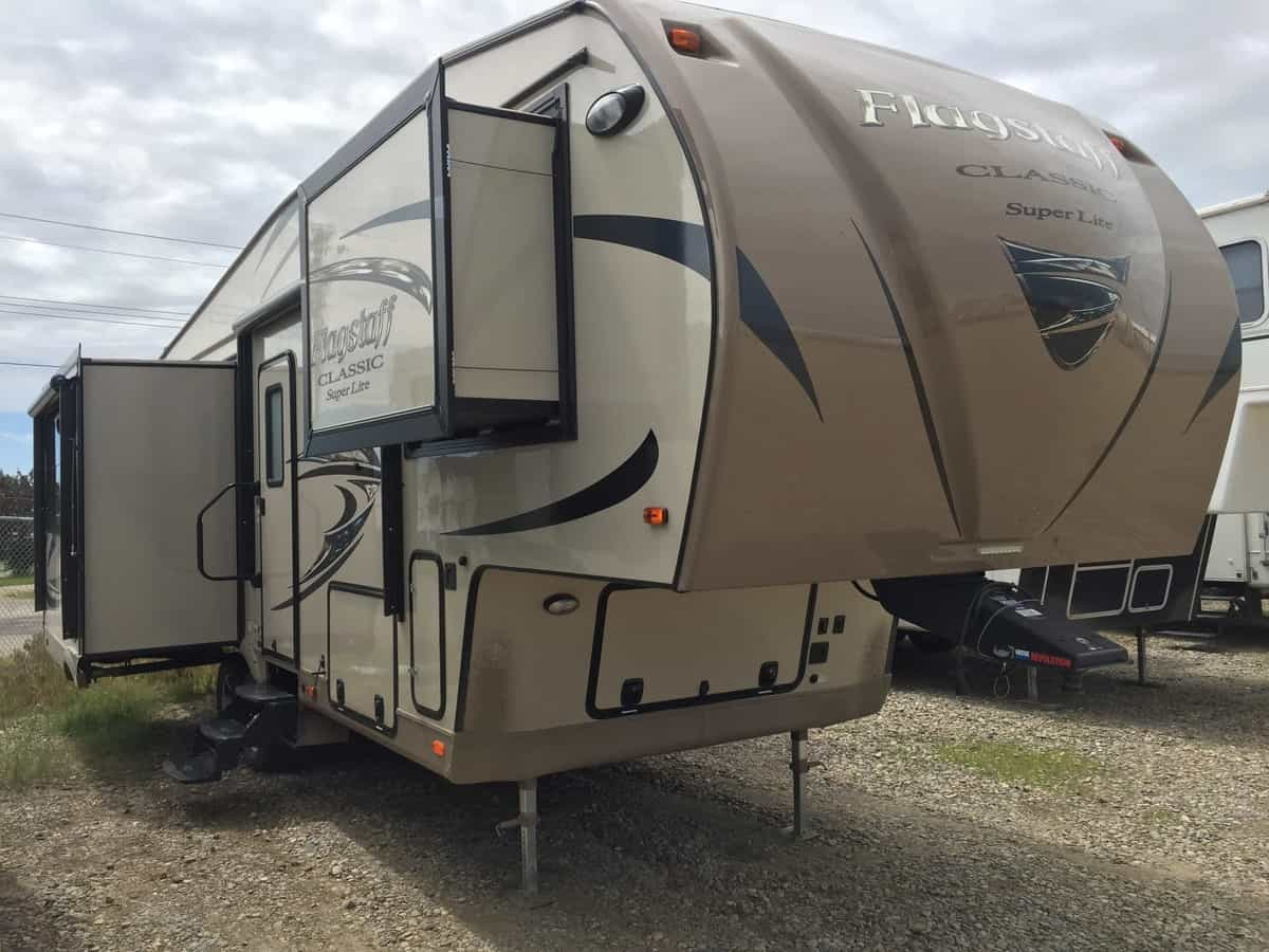 USED 2017 Forest River FLAGSTAFF 8528 IKWS