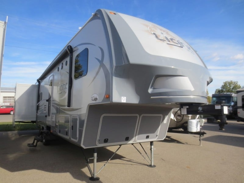 NEW 2015 Highland Ridge RV The Light LF315BHS