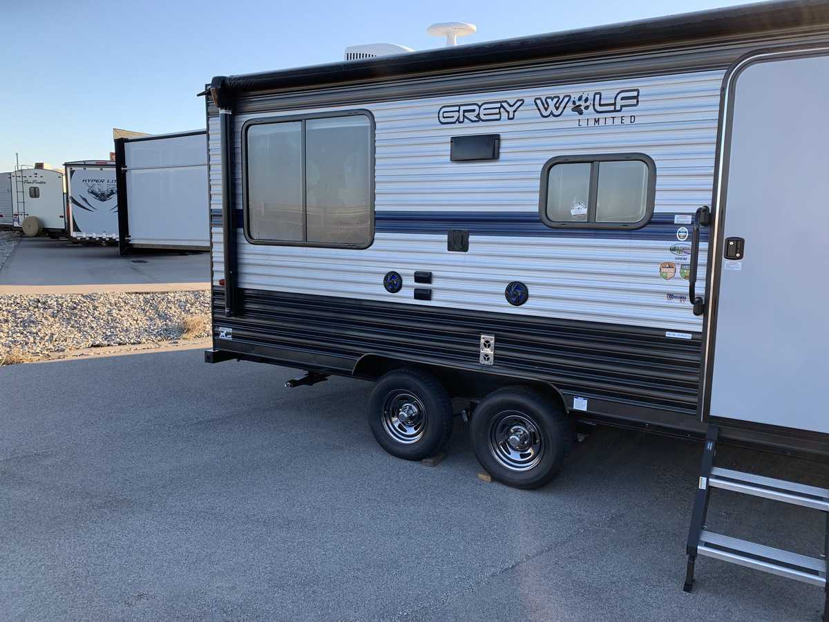 NEW 2019 Forest River CHEROKEE GREY WOLF 19SM - American RV