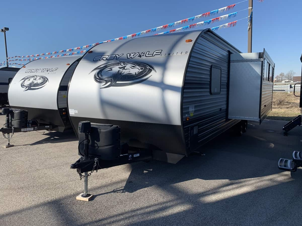 NEW 2019 Forest River CHEROKEE GREY WOLF 27DBH - American RV