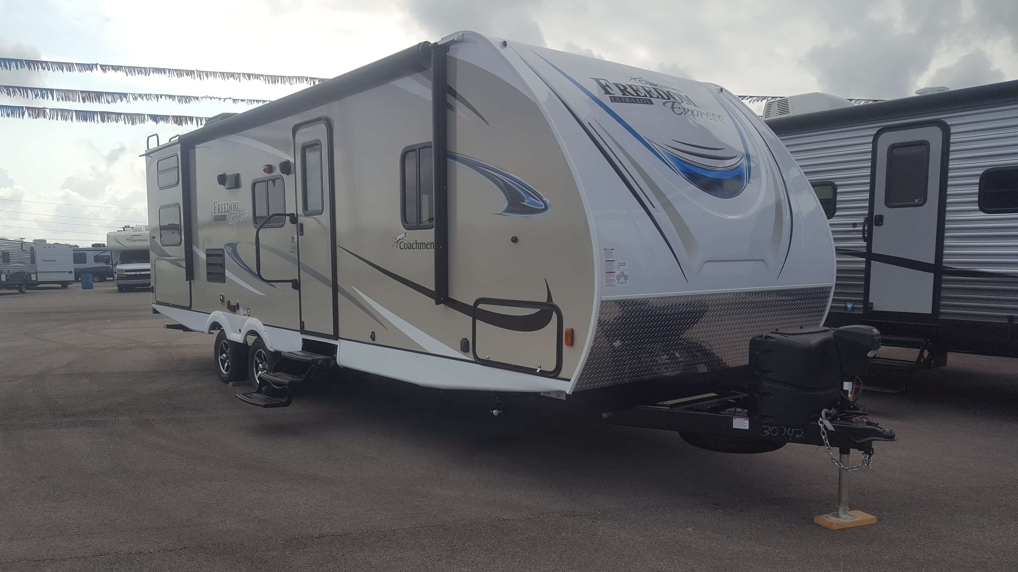 NEW 2018 Coachmen FREEDOM EXPRESS 275BHS - American RV