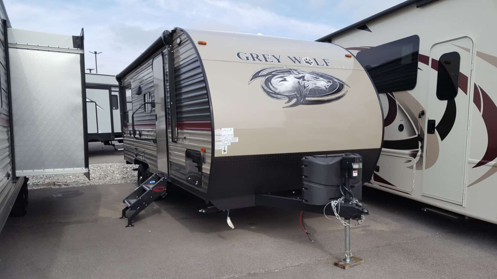 NEW 2018 Forest River CHEROKEE GREY WOLF 19SM - American RV