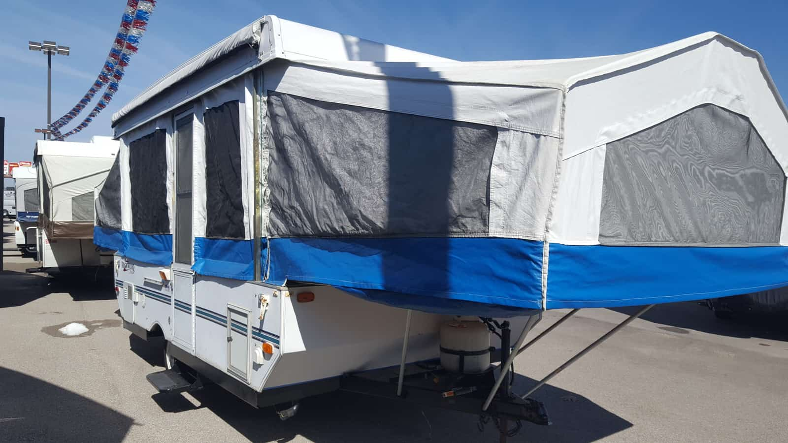 USED 2000 Forest River ROCKWOOD 2280 - American RV