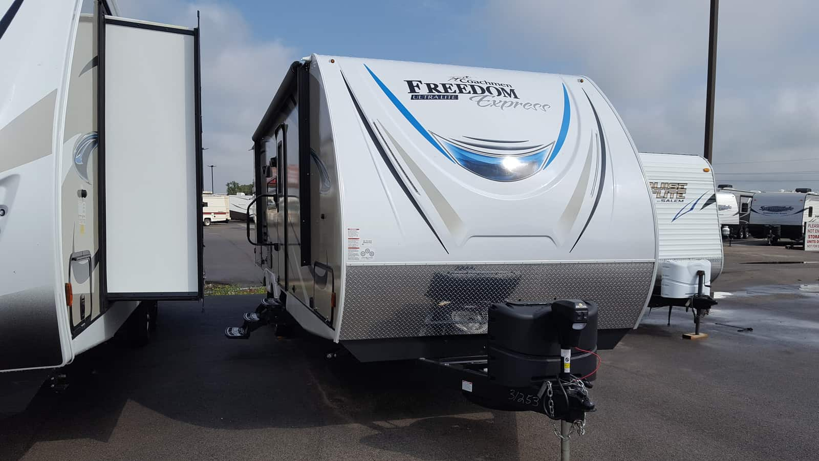 NEW 2018 Coachmen FREEDOM EXPRESS 248RBS - American RV