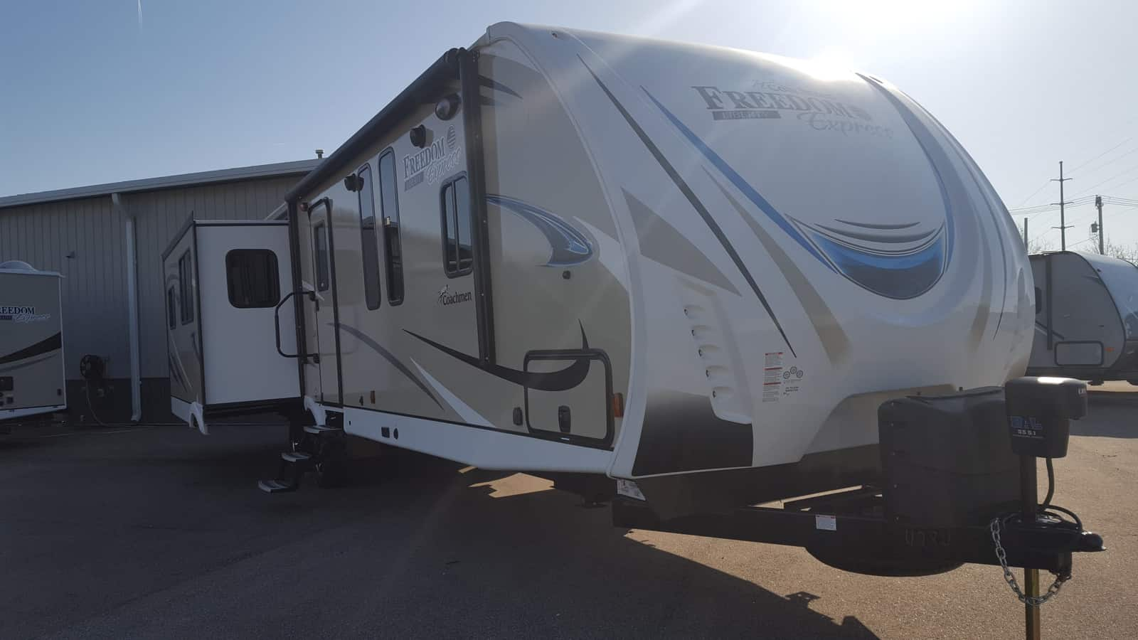 NEW 2018 Coachmen FREEDOM EXPRESS 323BHDSLE - American RV