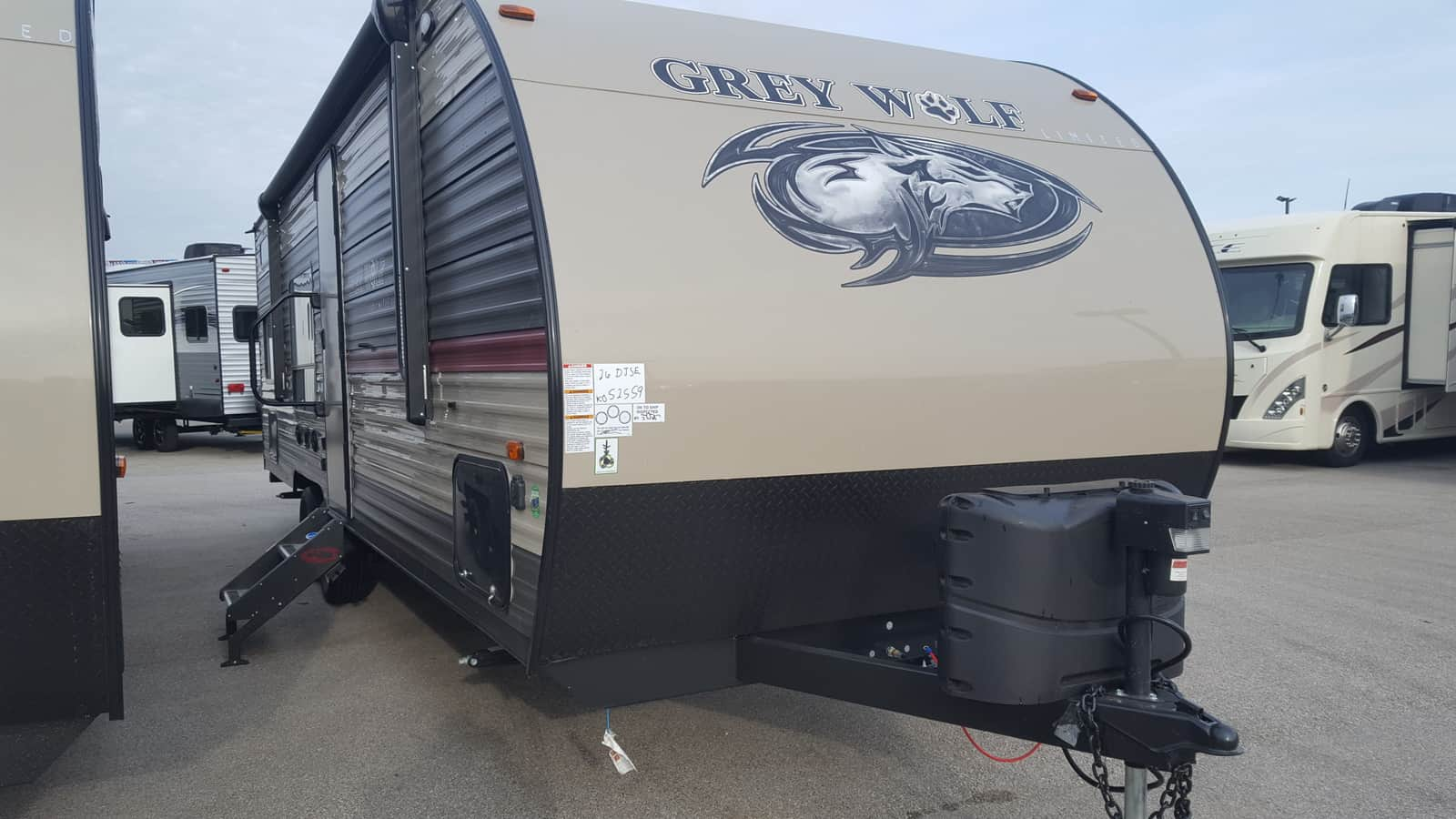 NEW 2018 Forest River CHEROKEE GREY WOLF 26DJSE - American RV