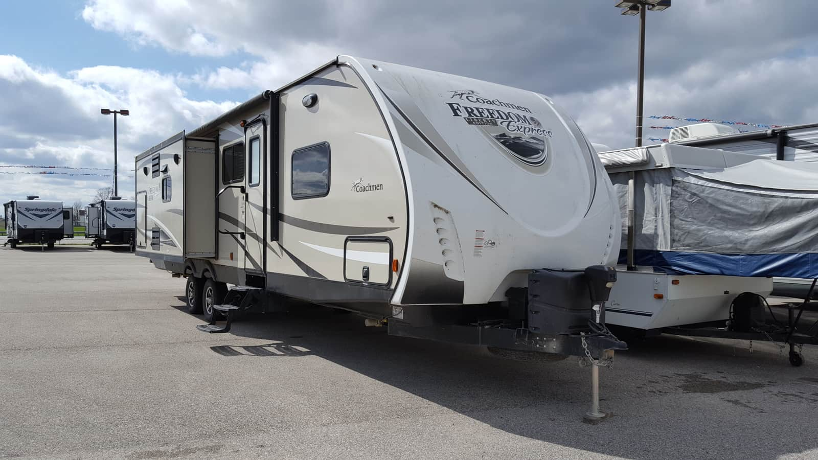 USED 2016 Coachmen FREEDOM EXPRESS 322RLDSLE - American RV