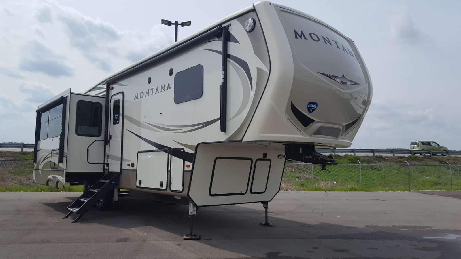 NEW 2019 Keystone MONTANA 3121RL - American RV