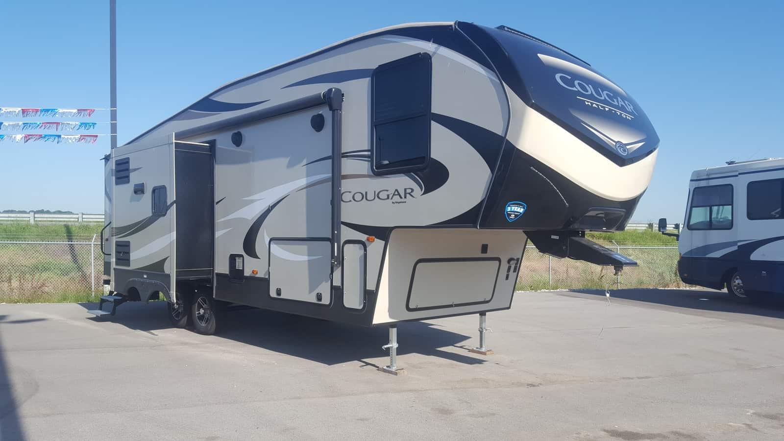 NEW 2019 Keystone COUGAR HALF-TON 27RLS - American RV