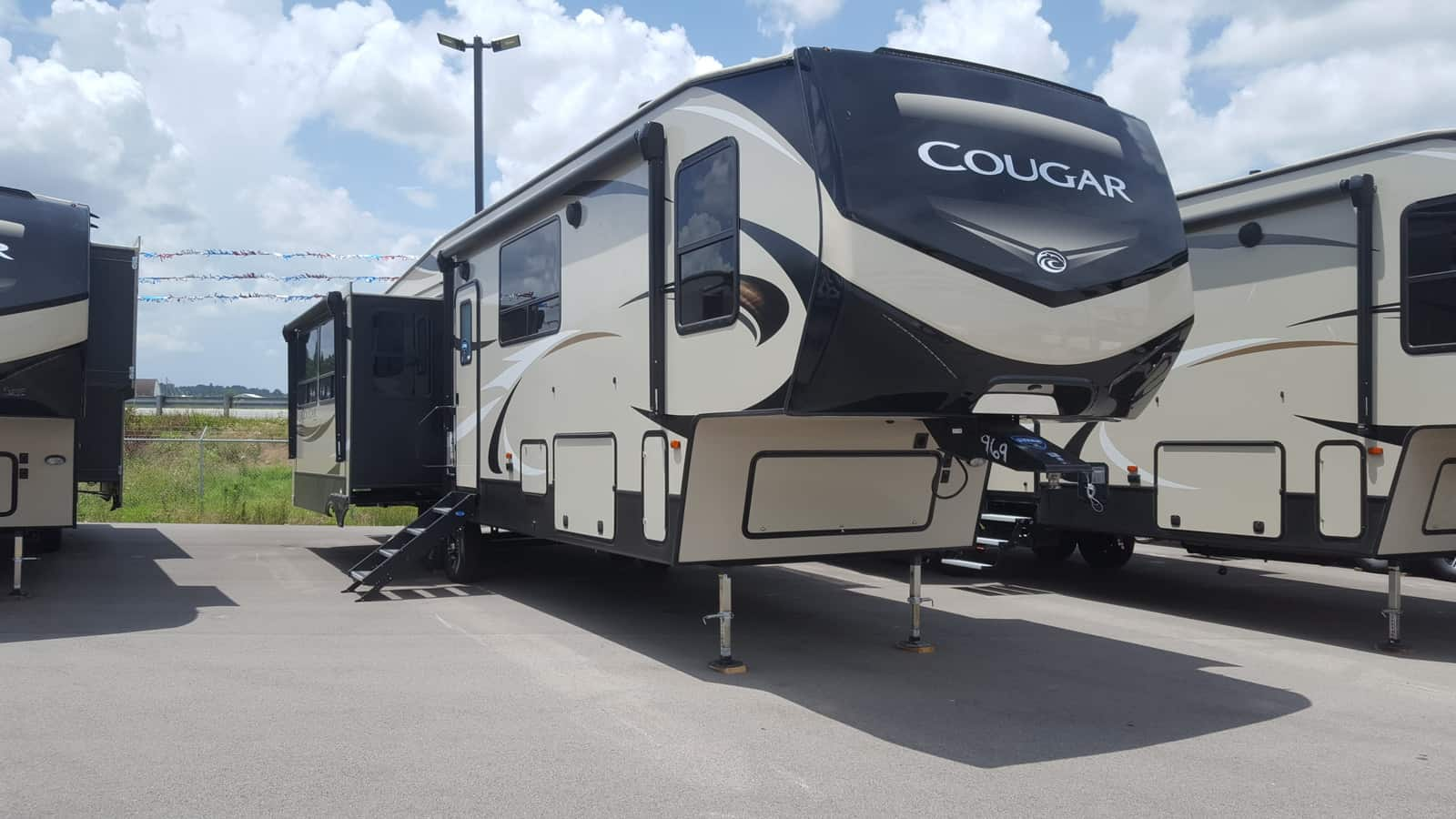 NEW 2019 Keystone COUGAR 368MBI - American RV
