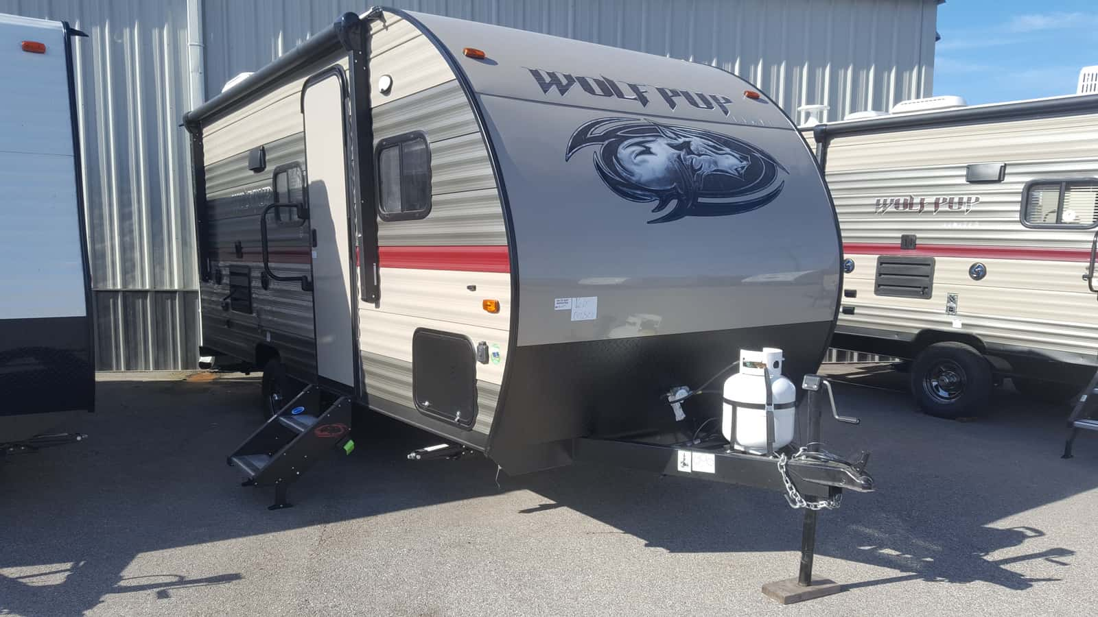 NEW 2019 Forest River CHEROKEE WOLF PUP 16BHS - American RV