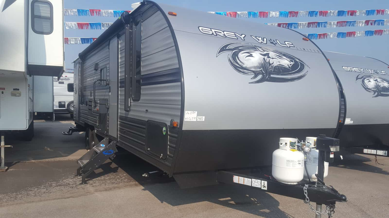 NEW 2019 Forest River CHEROKEE GREY WOLF 26DBH - American RV