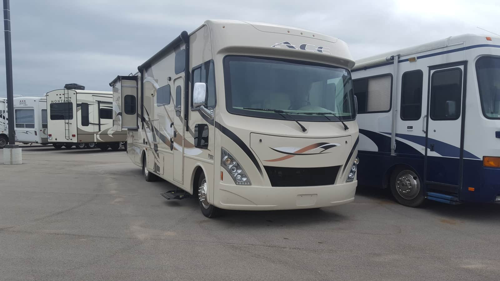 USED 2017 Thor Motor Coach ACE 30.3 - American RV