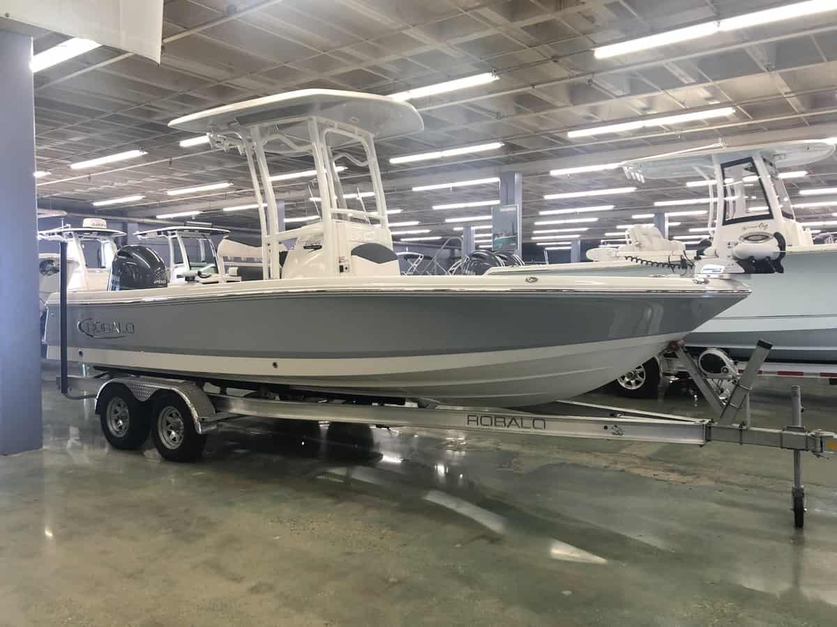 NEW 2019 Robalo CAYMAN 226