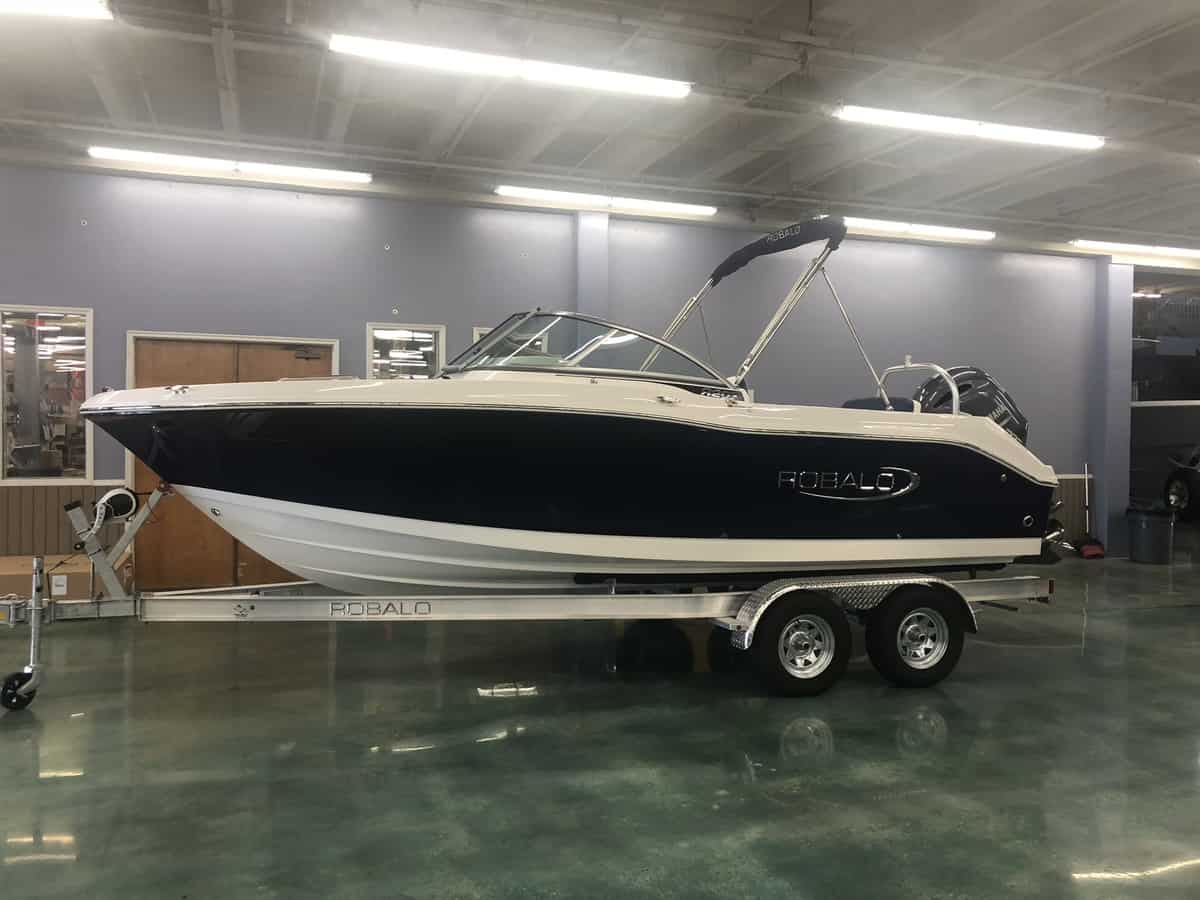 NEW 2019 Robalo DUAL CONSOLE R207