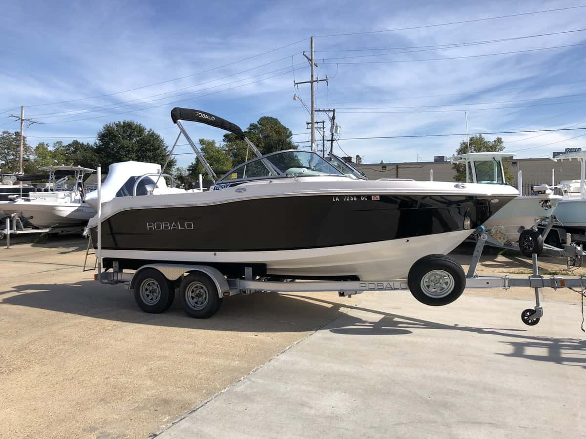 USED 2014 Robalo R 207 DC
