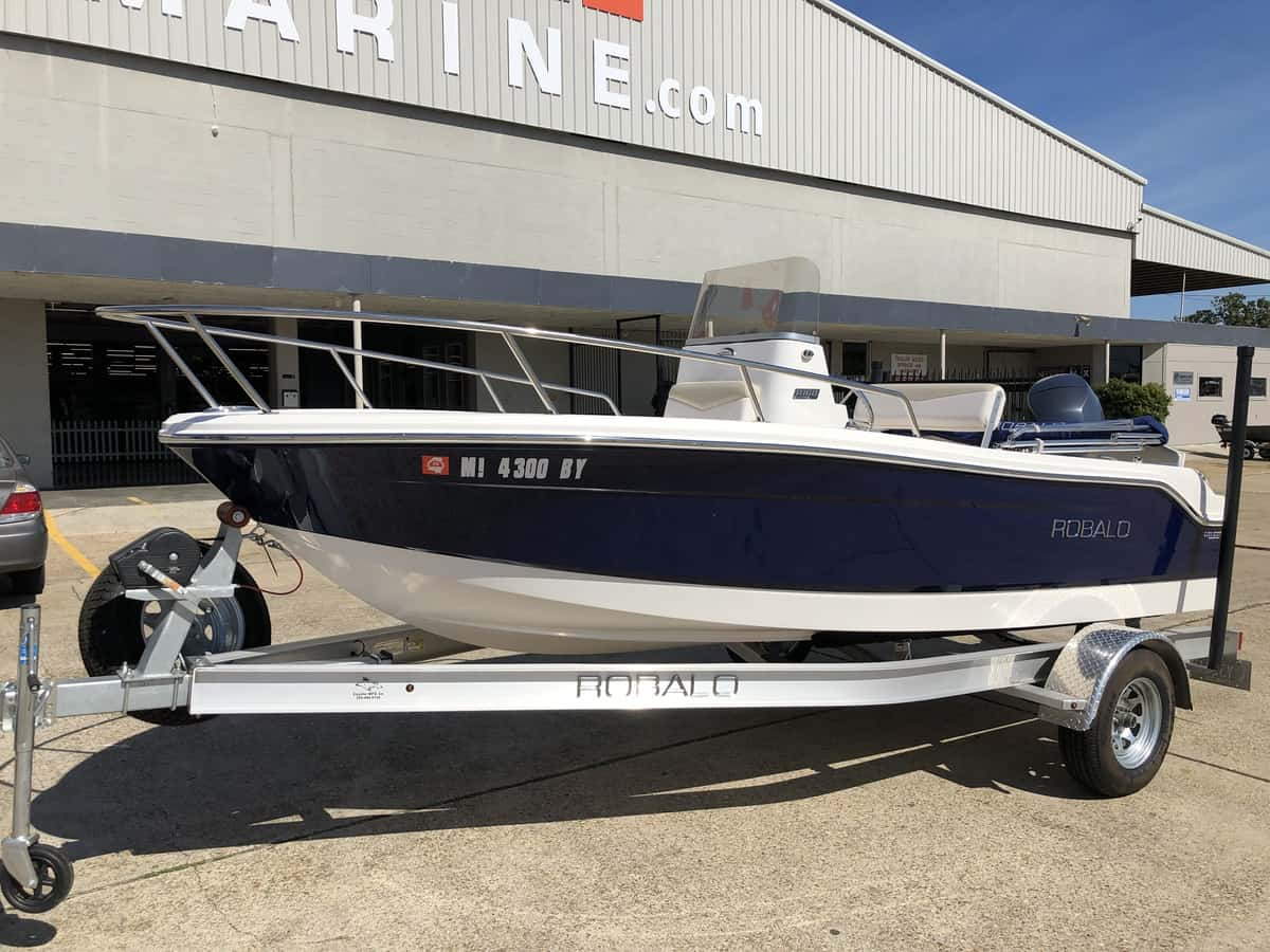 USED 2017 Robalo R160