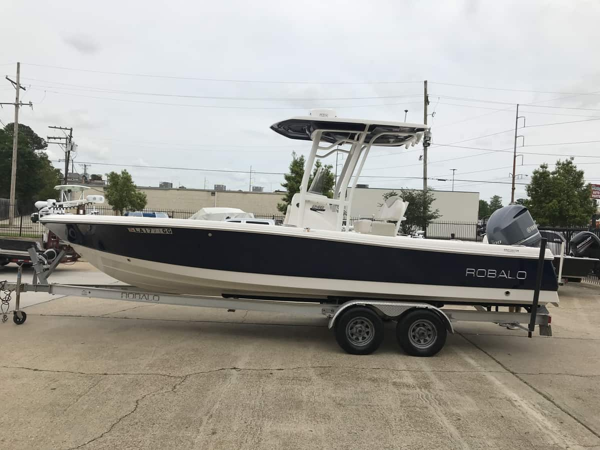 USED 2017 Robalo 246 Cayman