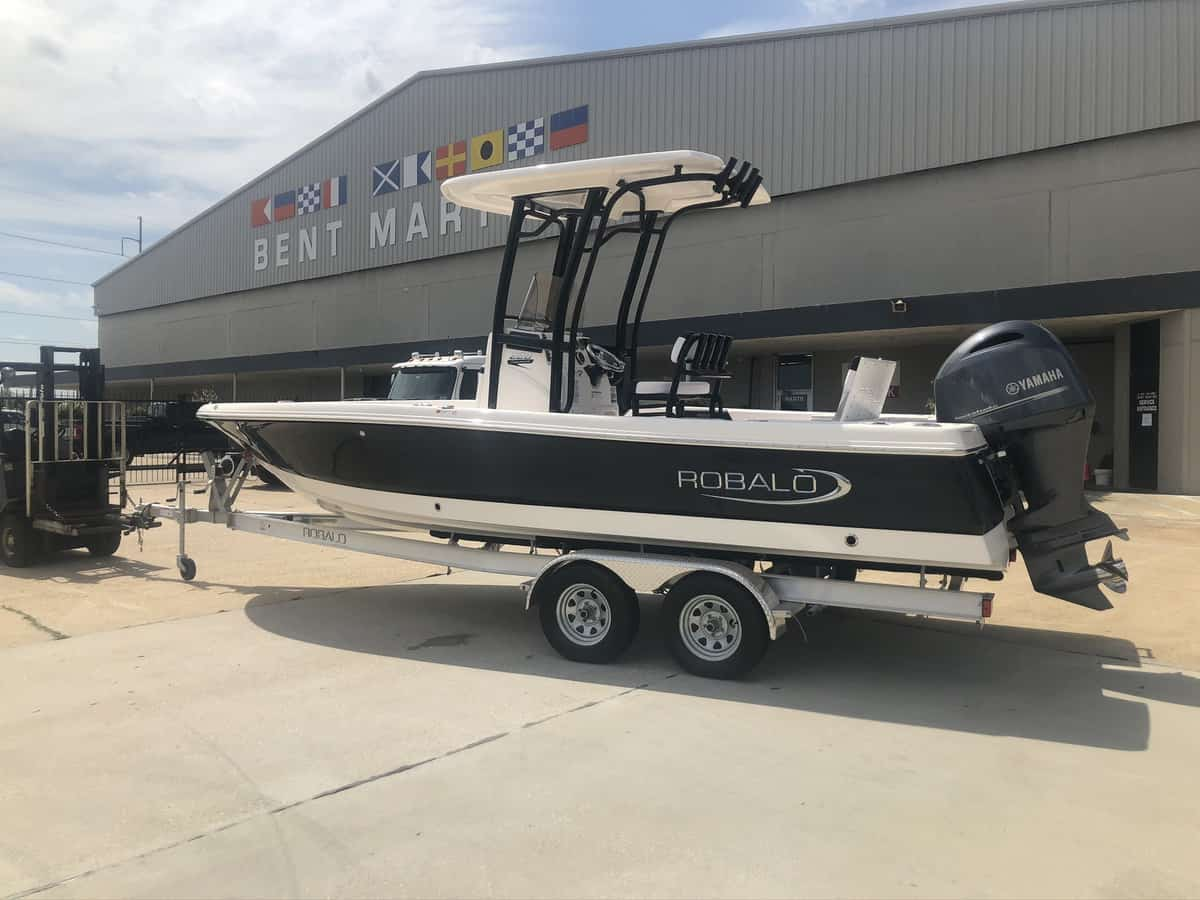 New  2019 Robalo R226 Cayman Boat Engine in Metairie, Louisiana