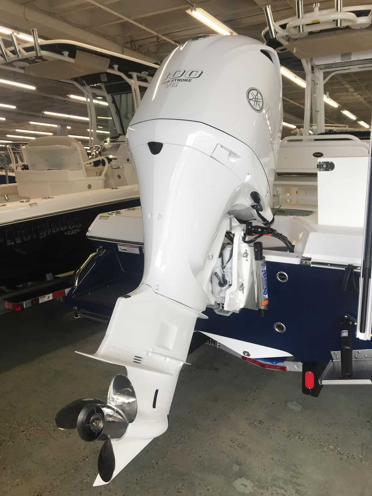 New  2019 Everglades 243cc 243cc Boat Engine in Metairie,