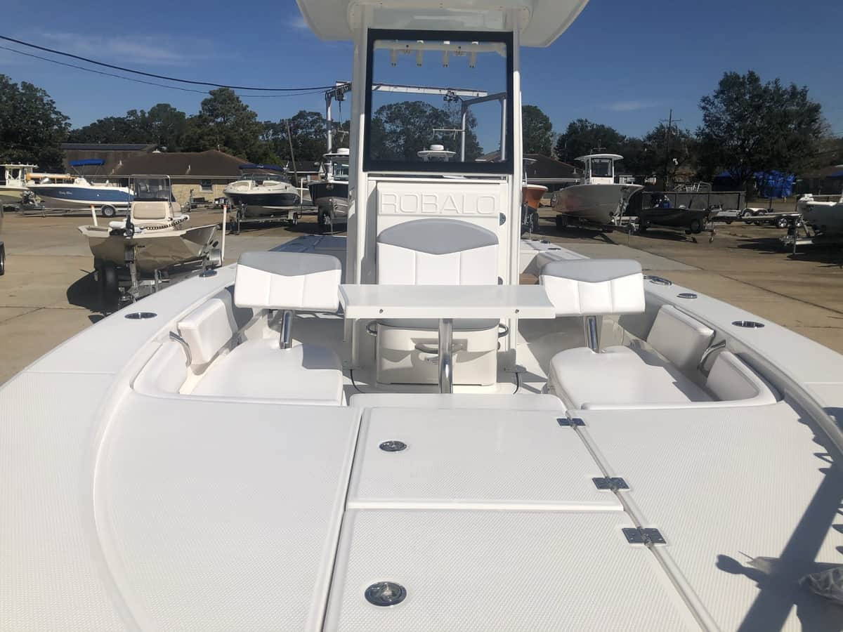 New  2021 24' Robalo 246 Cayman Boat Engine in Metairie, Louisiana