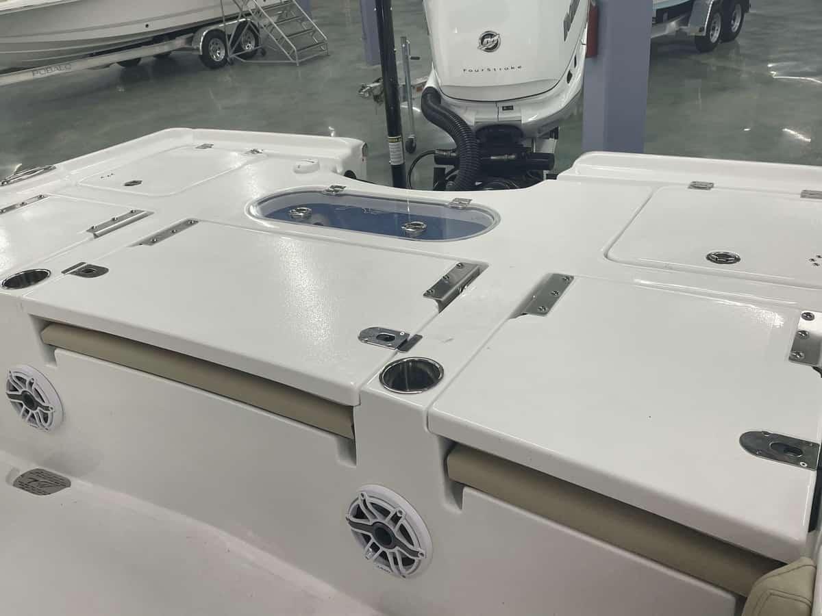 New  2021 25' Tidewater Carolina Bay 2500 Boat Engine in Metairie,