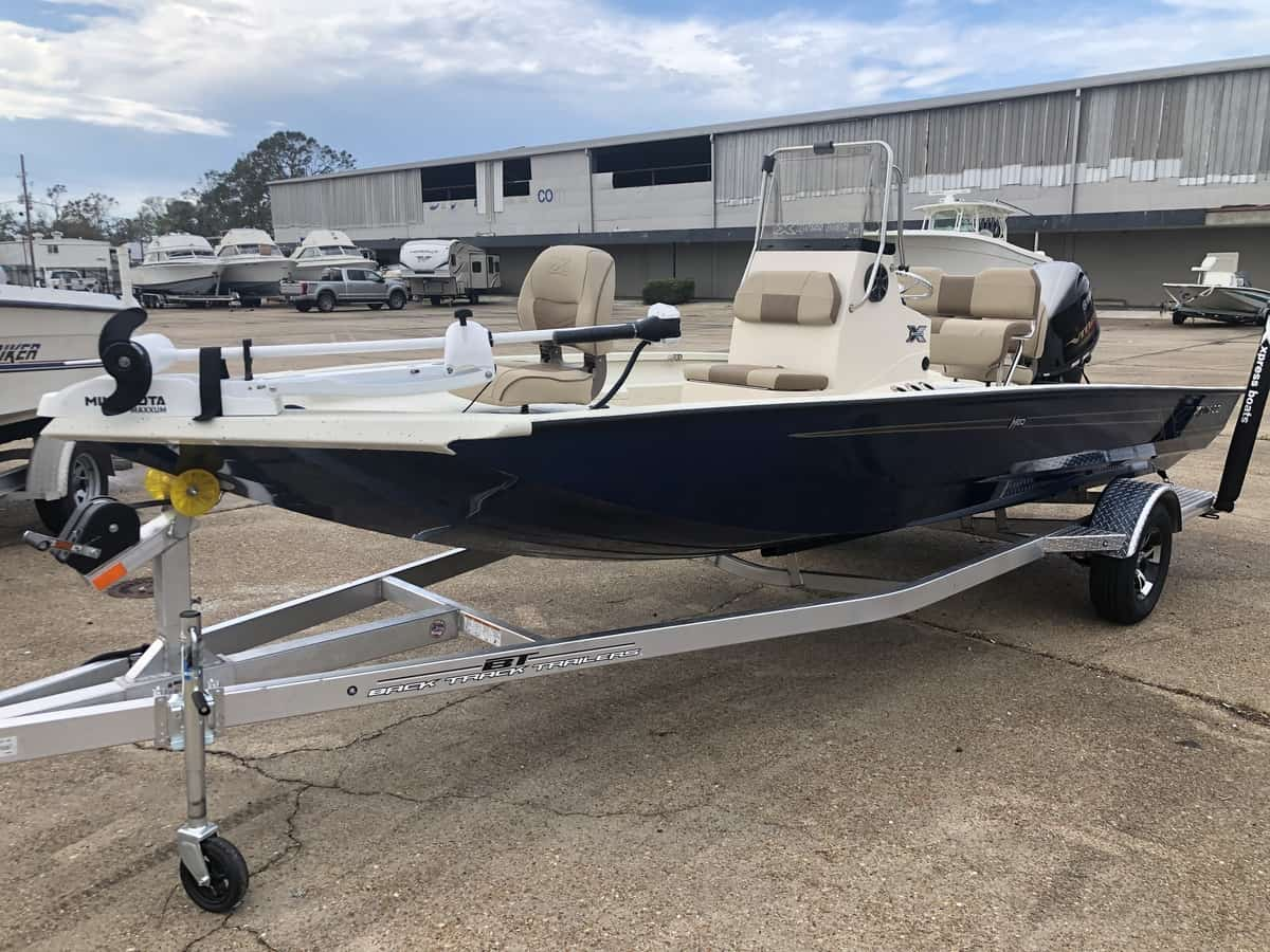 New  2022 20.7' Xpress H20b Hyper-lift Bay Boat Engine in Metairie,