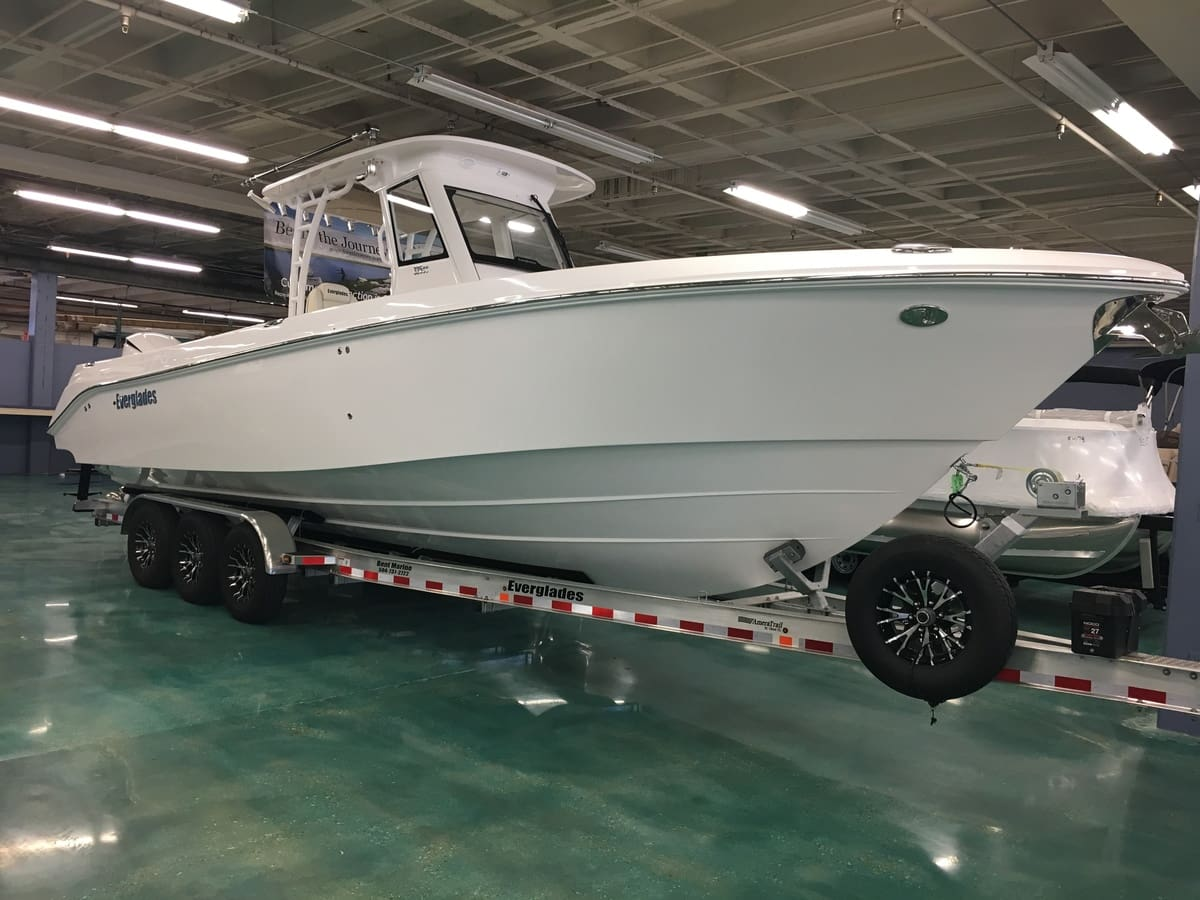 NEW 2017 Everglades CENTER CONSOLE 325CC