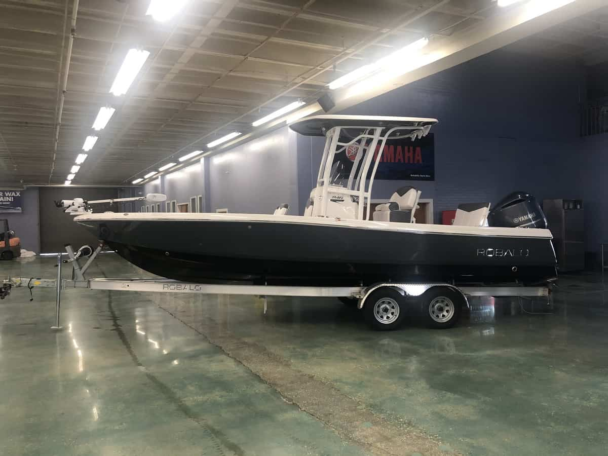 NEW 2018 Robalo CAYMAN 246