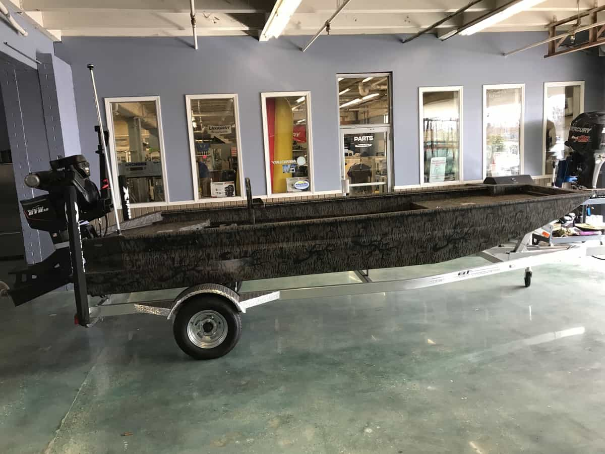NEW 2018 Xpress BAYOU SERIES 18