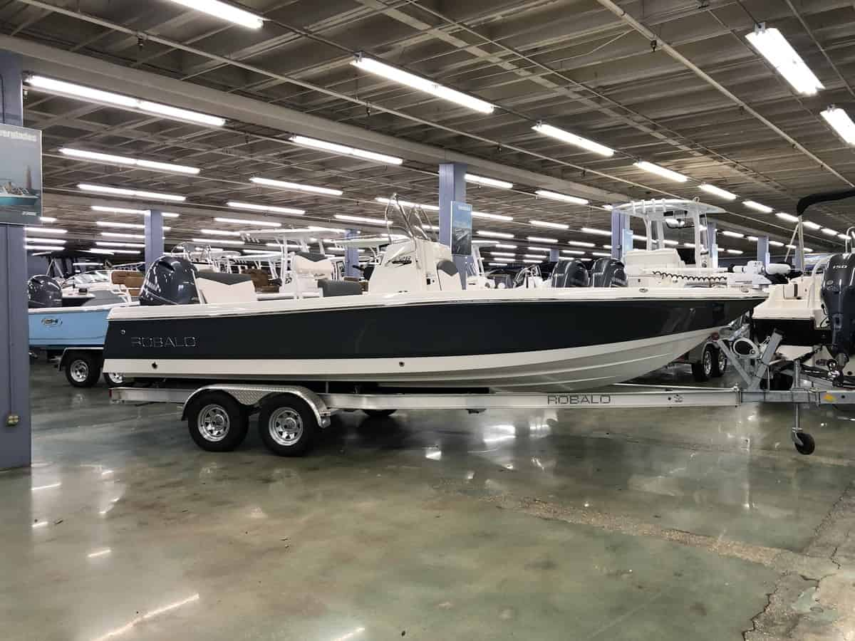 NEW 2018 Robalo CAYMAN 226