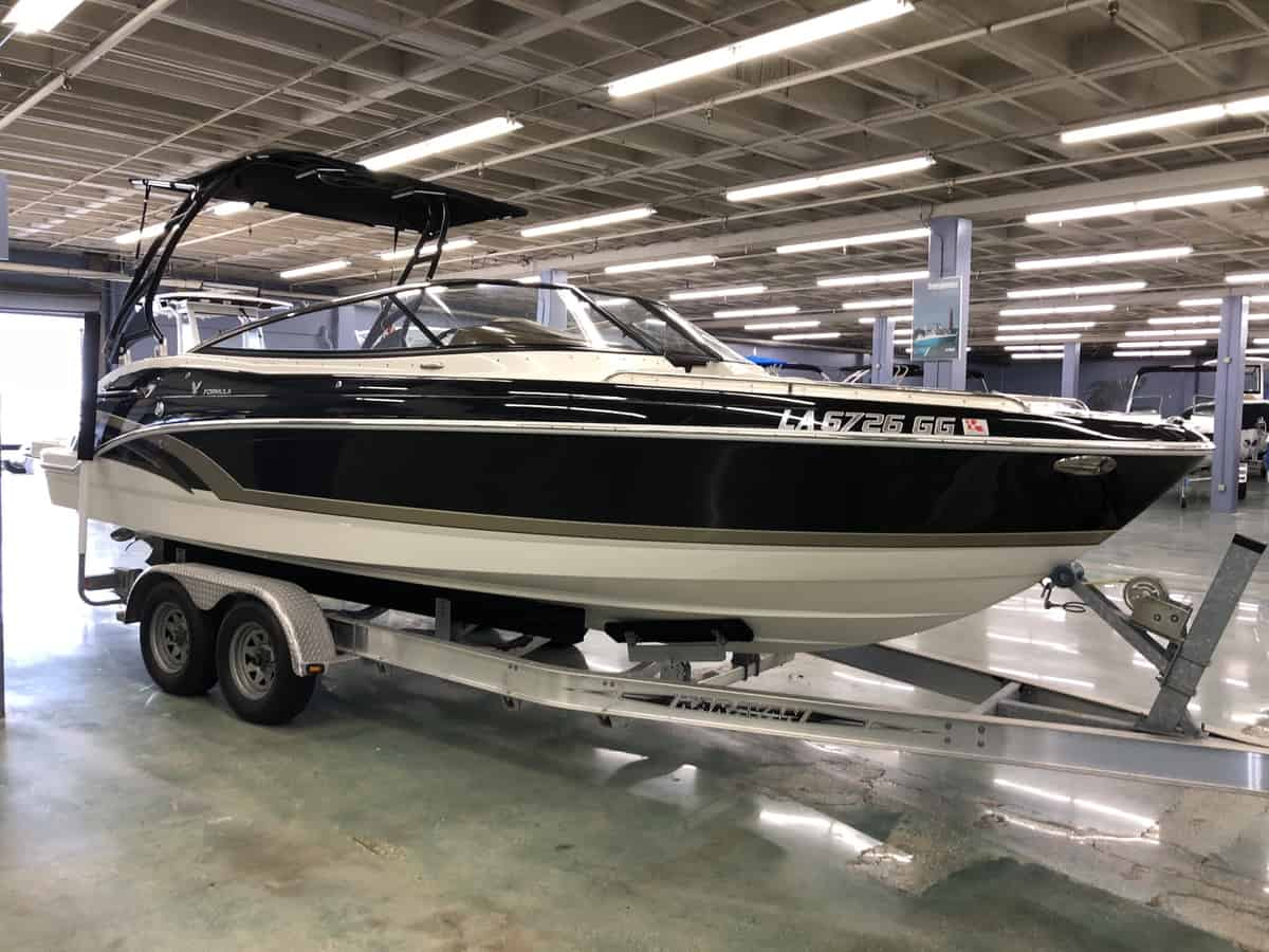 USED 2015 Formula Bow rider 2400BR