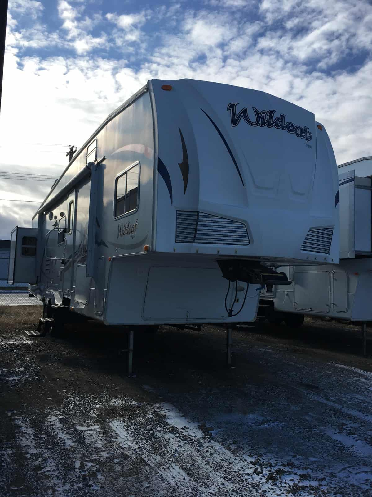 USED 2009 Forest River *WILDCAT 32QBBS