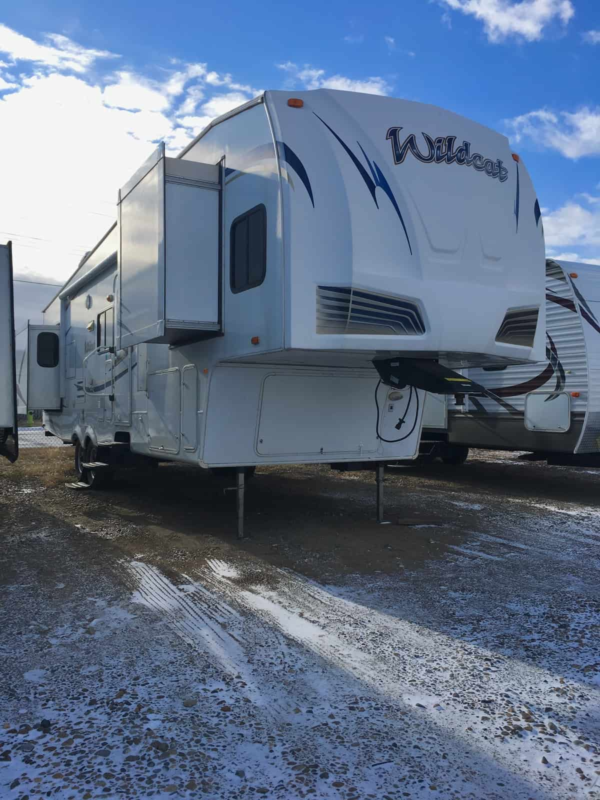USED 2011 Forest River WILDCAT 32QBT