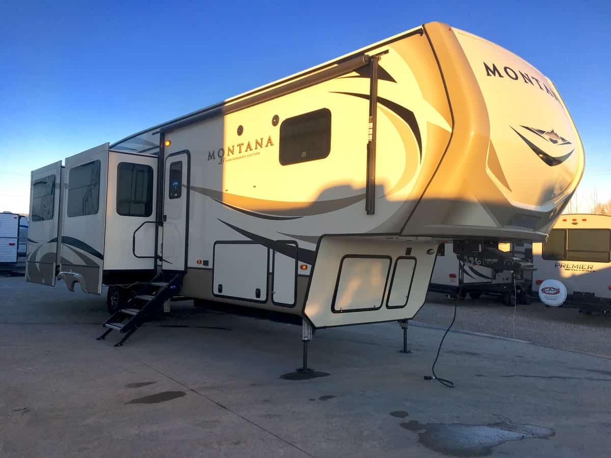 NEW 2019 Keystone Montana 3560 RL