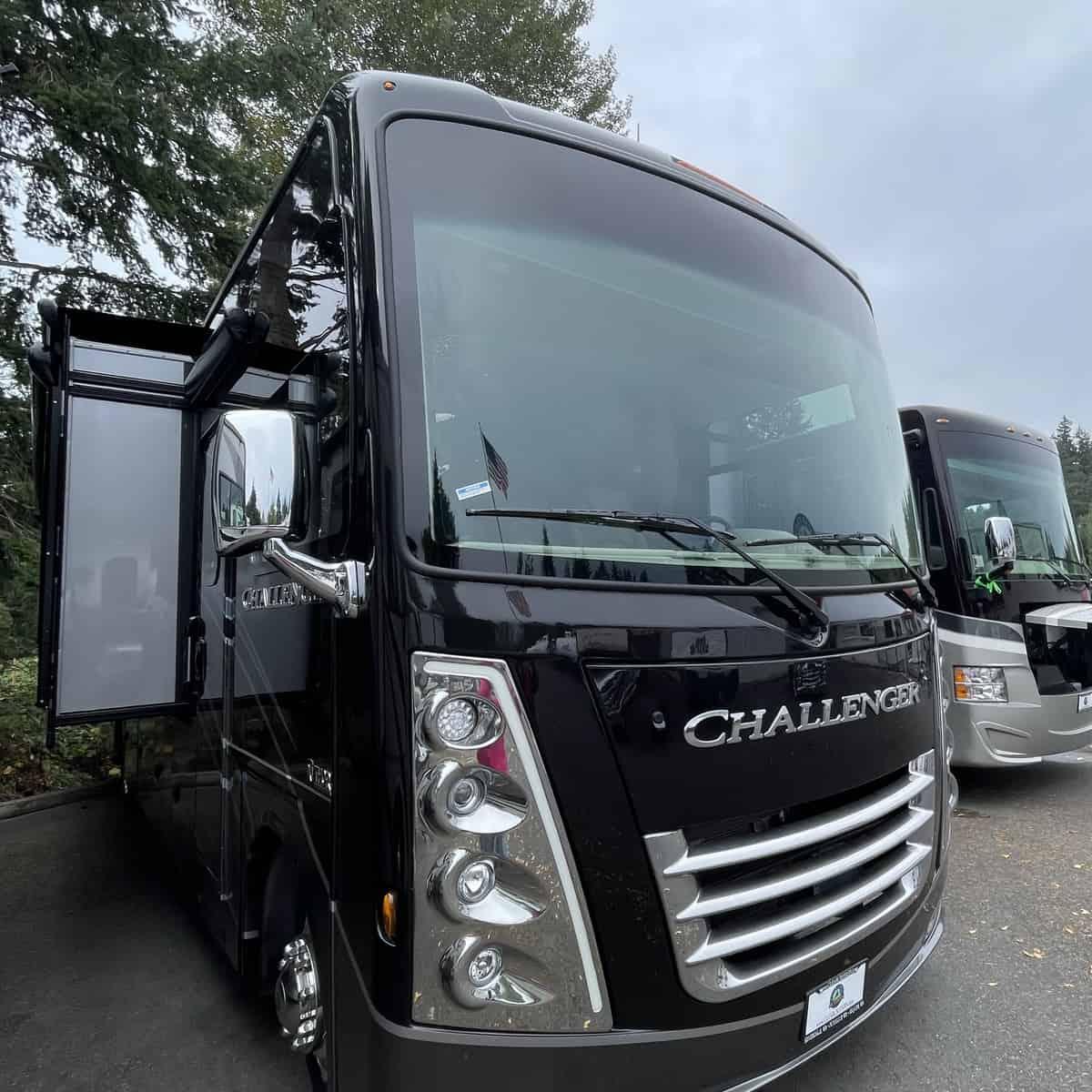 NEW 2022 Thor Motor Coach Challenger 35MQ