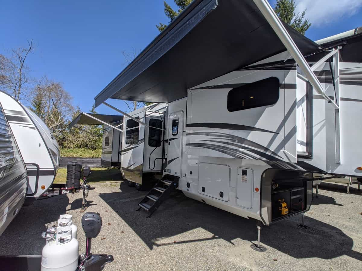 NEW 2020 Jayco North Point 383FKWS