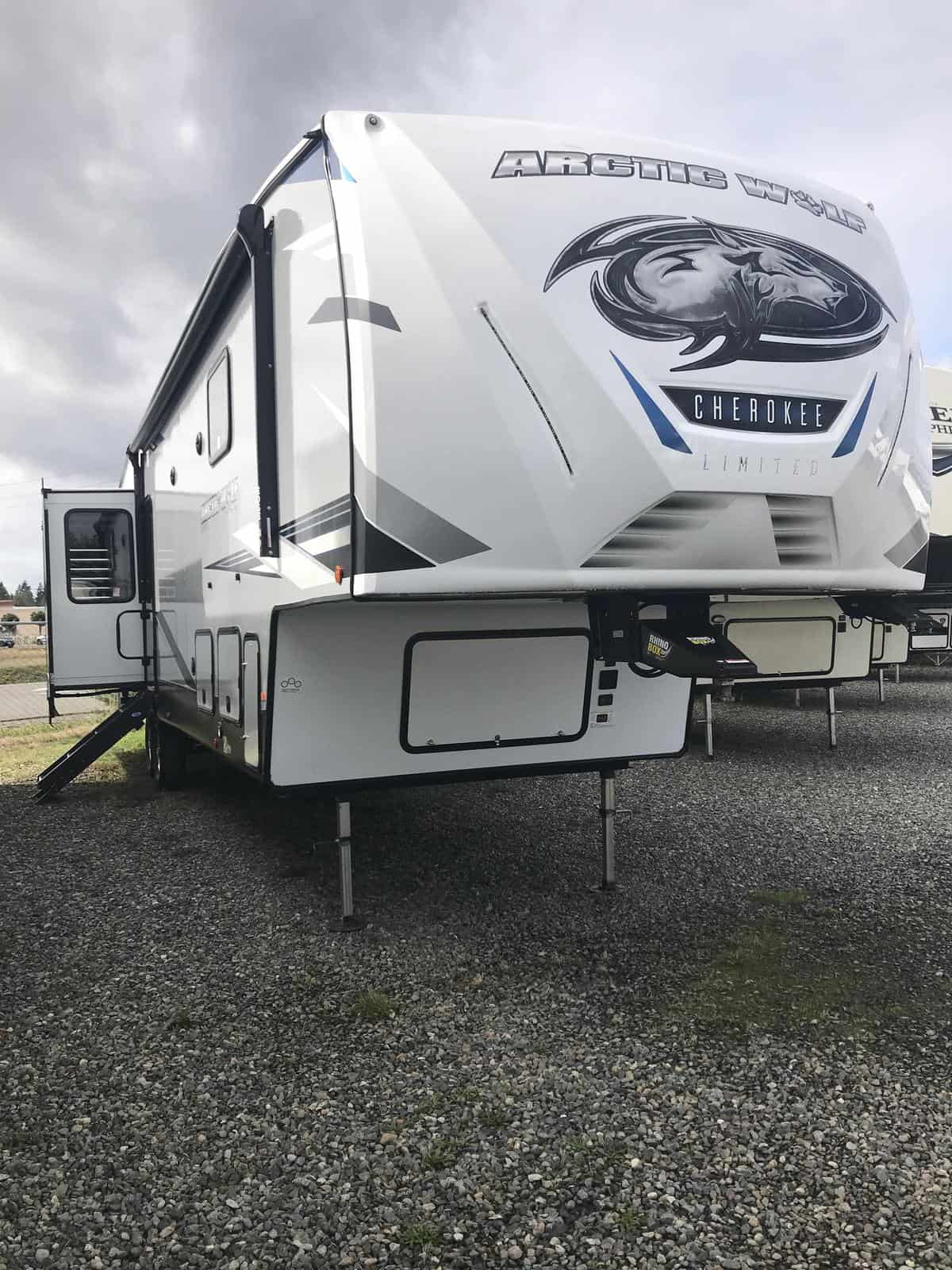 NEW 2021 Forest River Cherokee Arctic Wolf 3880 SUITE