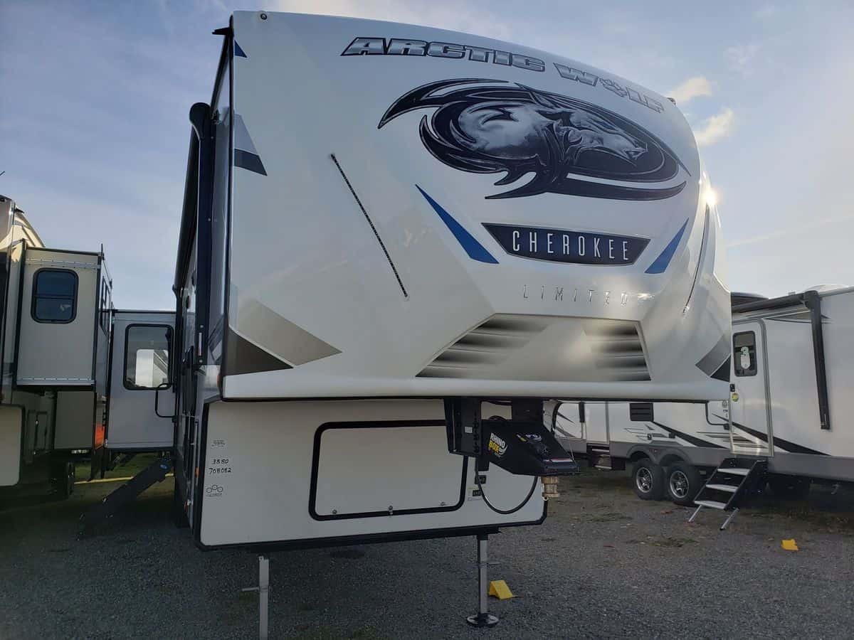 NEW 2021 FOREST RIVER Cherokee Arctic Wolf 3880SUITE