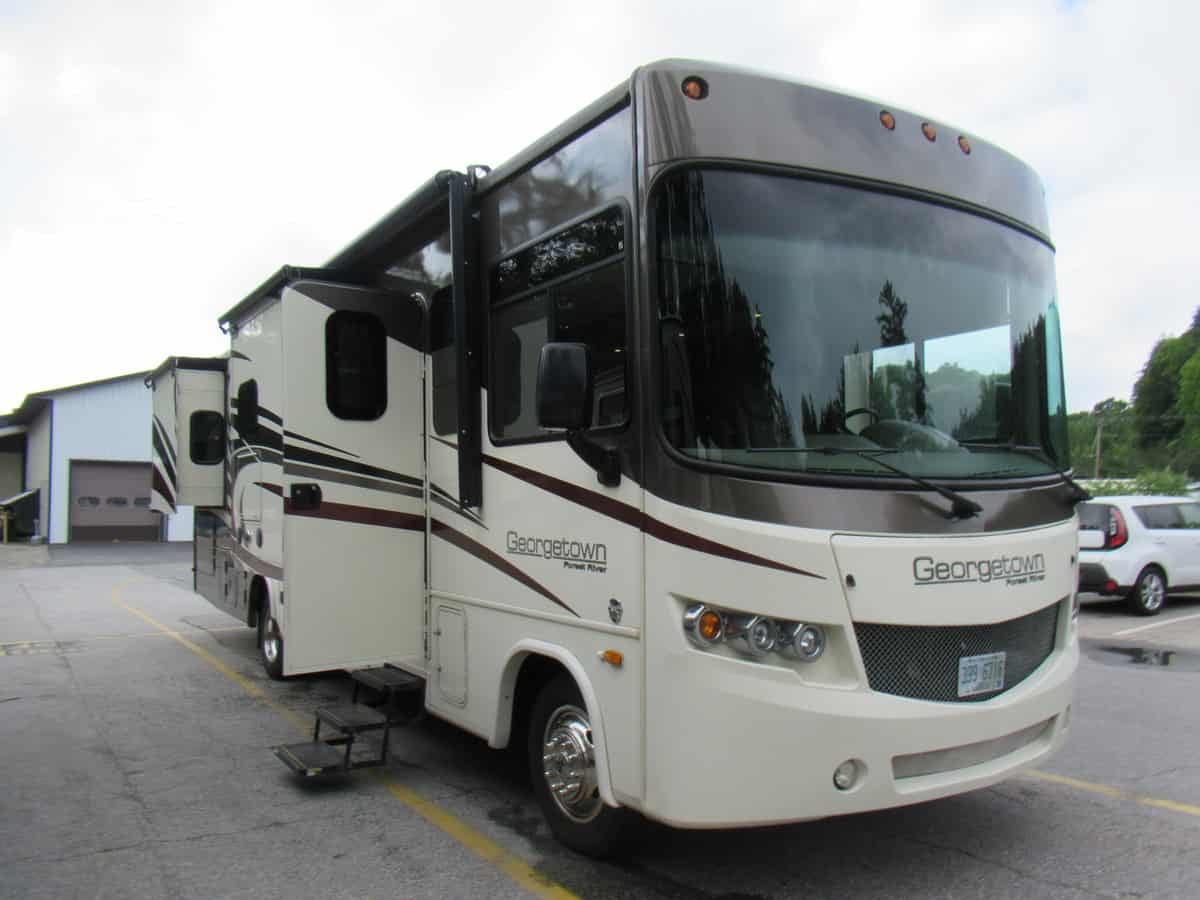 USED 2017 FOREST RIVER INC GEORGETOWN 328TS
