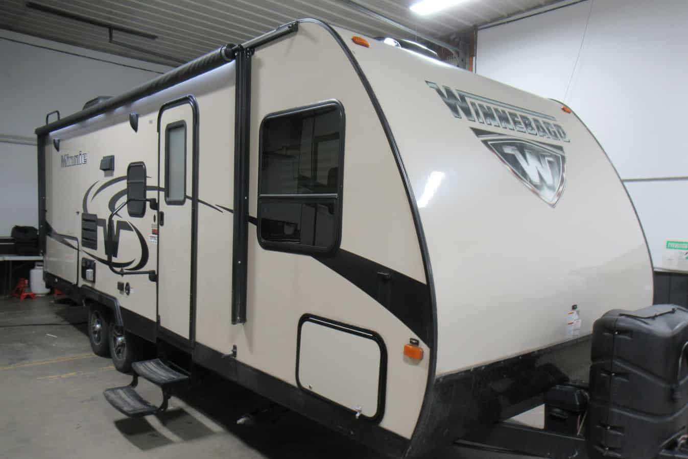 USED 2017 WINNEBAGO MINNIE 2201DS