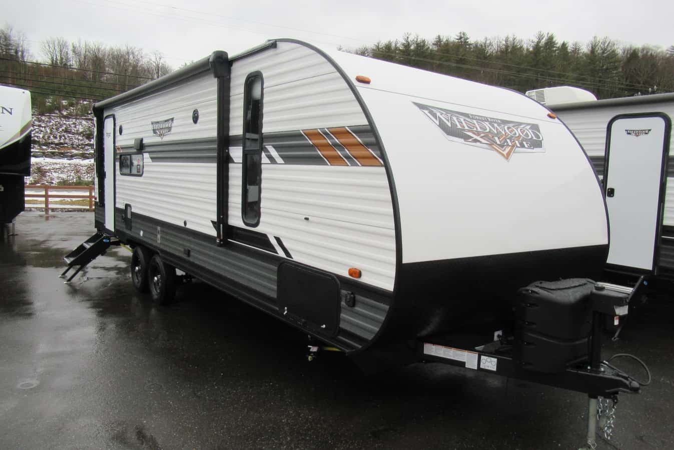 NEW 2021 FOREST RIVER WILDWOOD X-LITE 24RLXL