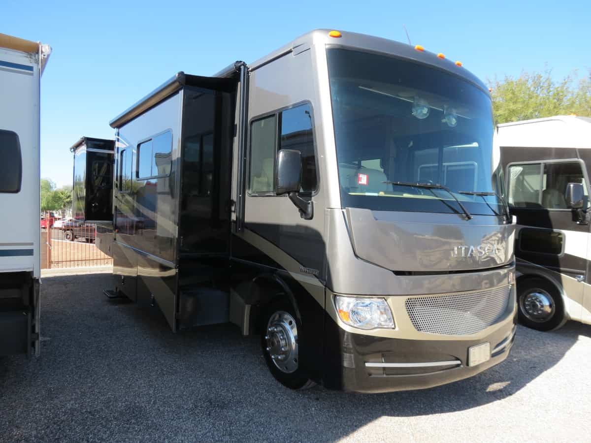 USED 2015 Winnebago Itasca SUNOVA 33C - Freedom RV