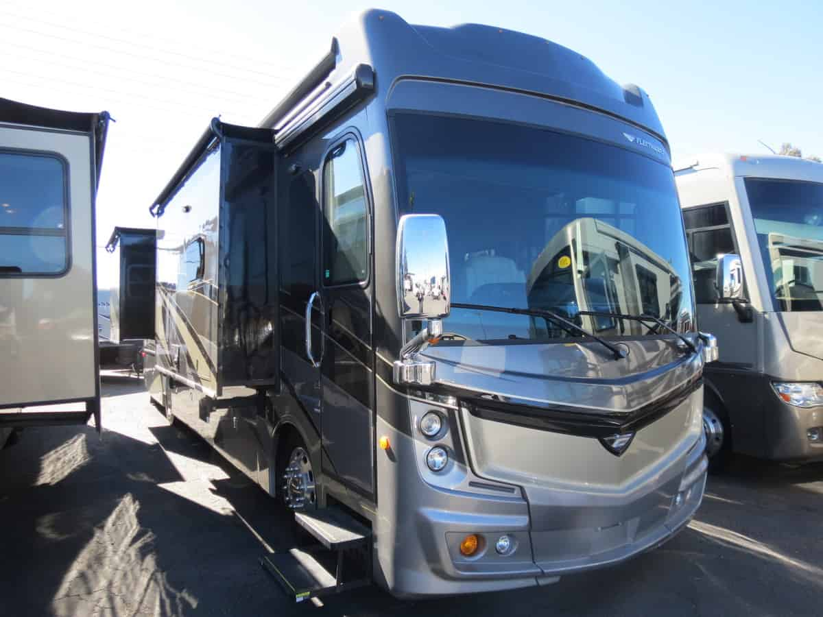 USED 2018 Fleetwood Discovery LXE 38K - Freedom RV